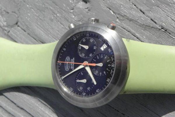 Thay dây đồng hồ silicon cho chiếc đồng hồ rực rỡ