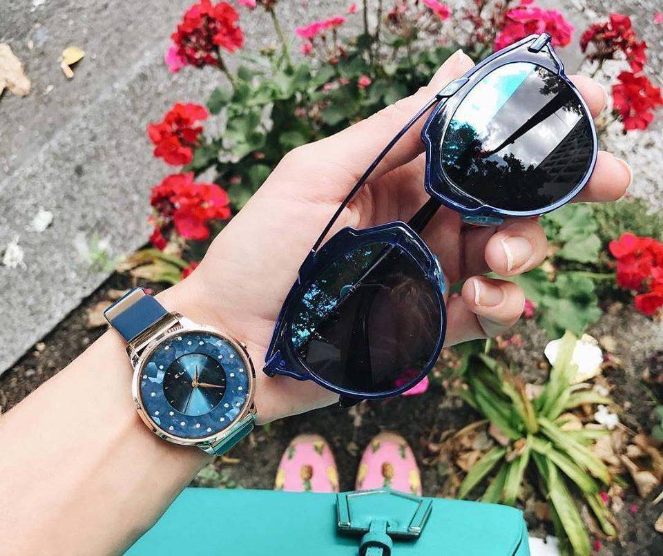Đồng hồ nữ thời trang tạo nên sự quý phái của phái đẹp