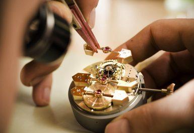 quy trình lau dầu đồng hồ