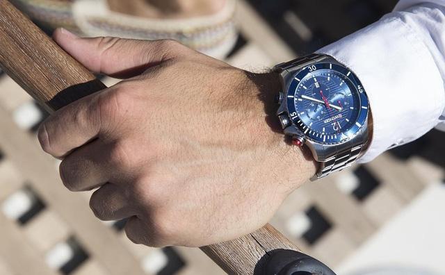 Đồng hồ nam hàng hiệu dây kim loại