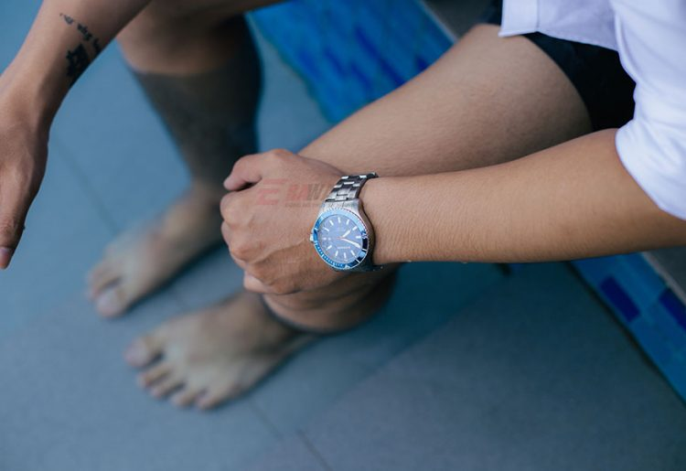 Nguyên nhân bị vào nước của đồng hồ và cách xử lí bạn nên biết