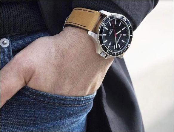 Mua đồng hồ nam hàng hiệu của Wenger chỉ với 165 USD