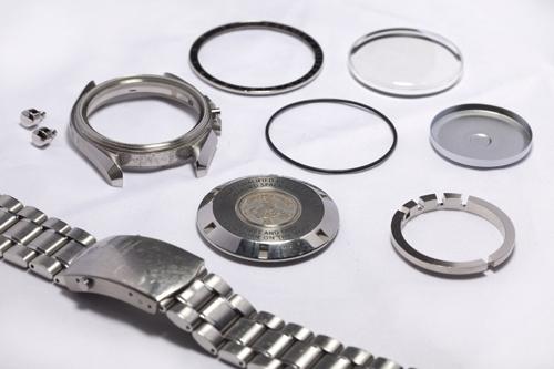 Các bước cơ bản cho việc tiến hành lau dầu đồng hồ