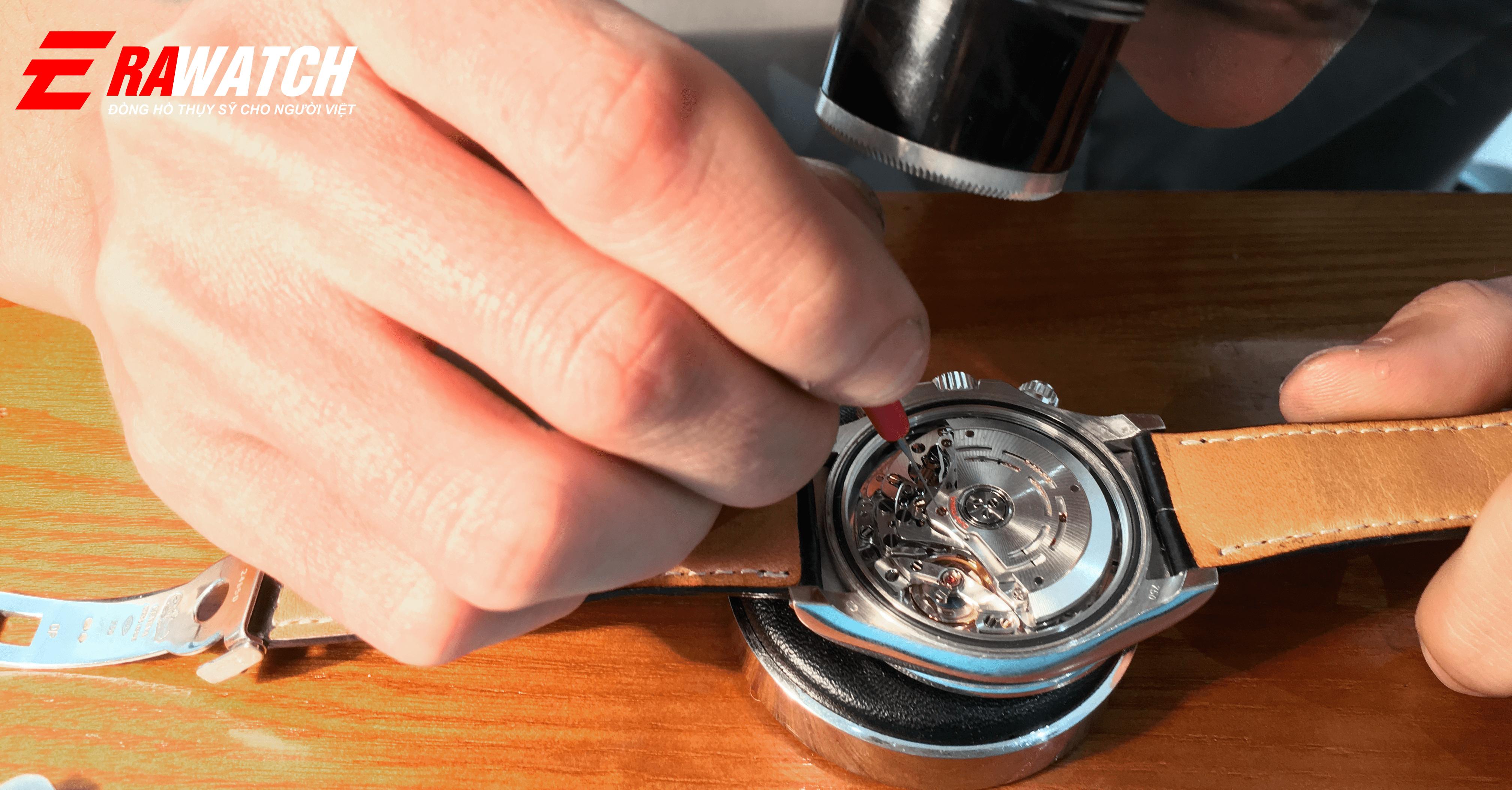 Bảo dưỡng lau dầu đồng hồ rolex