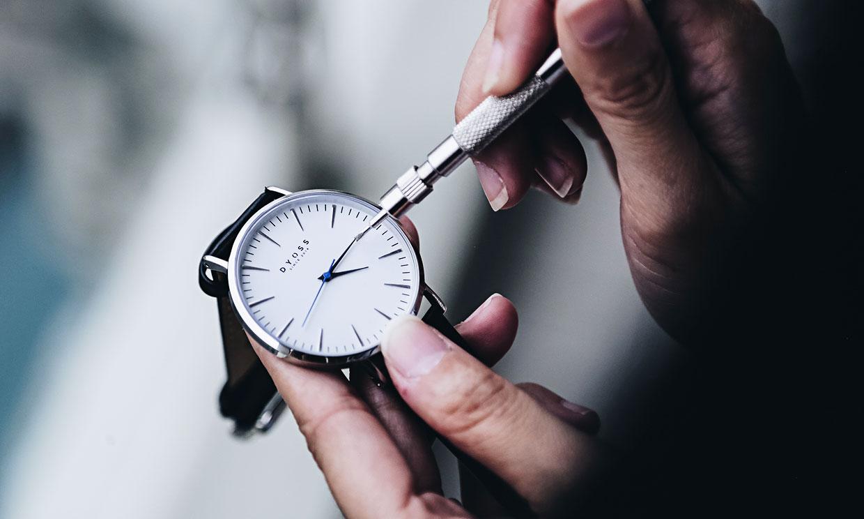 1thay kính đồng hồ